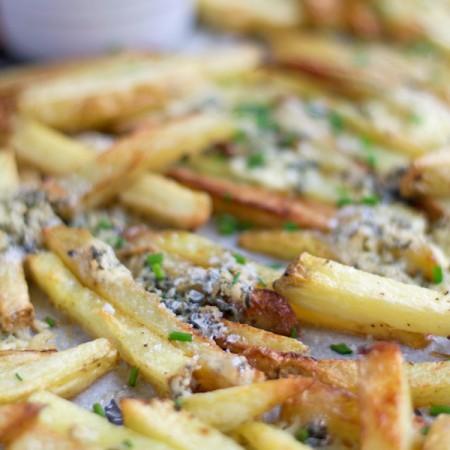 Crispy Oven Baked Blue Cheese Fries | mylittlelarder.com