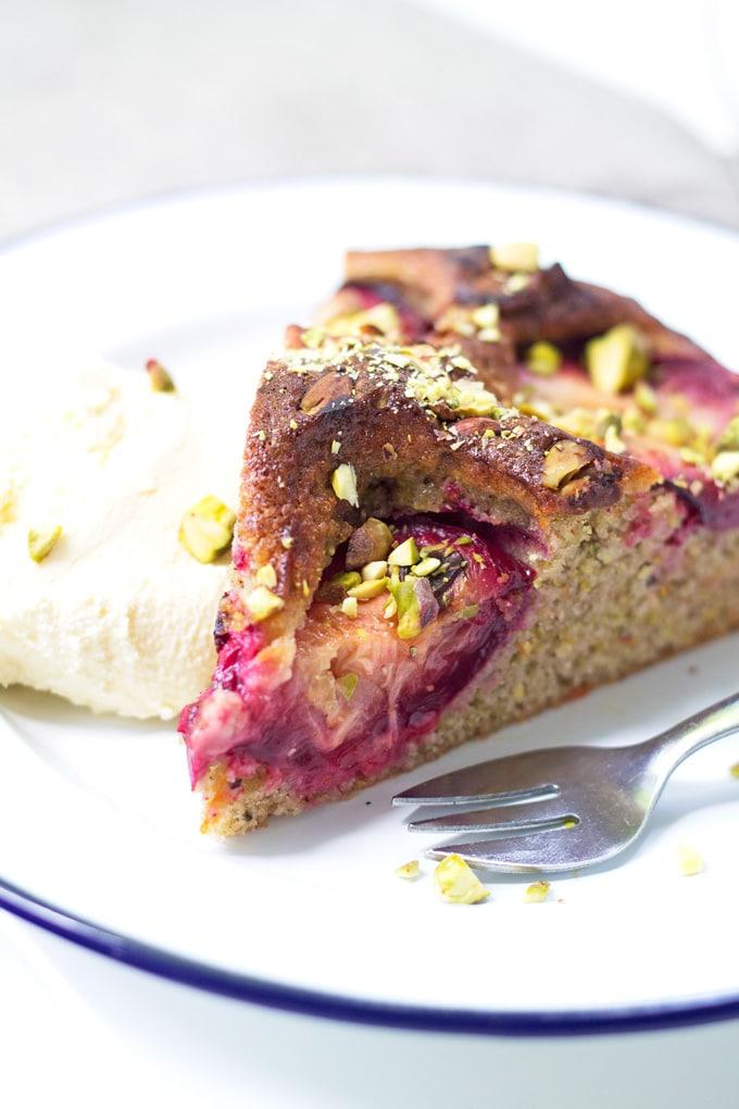 Plum and Pistachio Cake | mylittlelarder.com