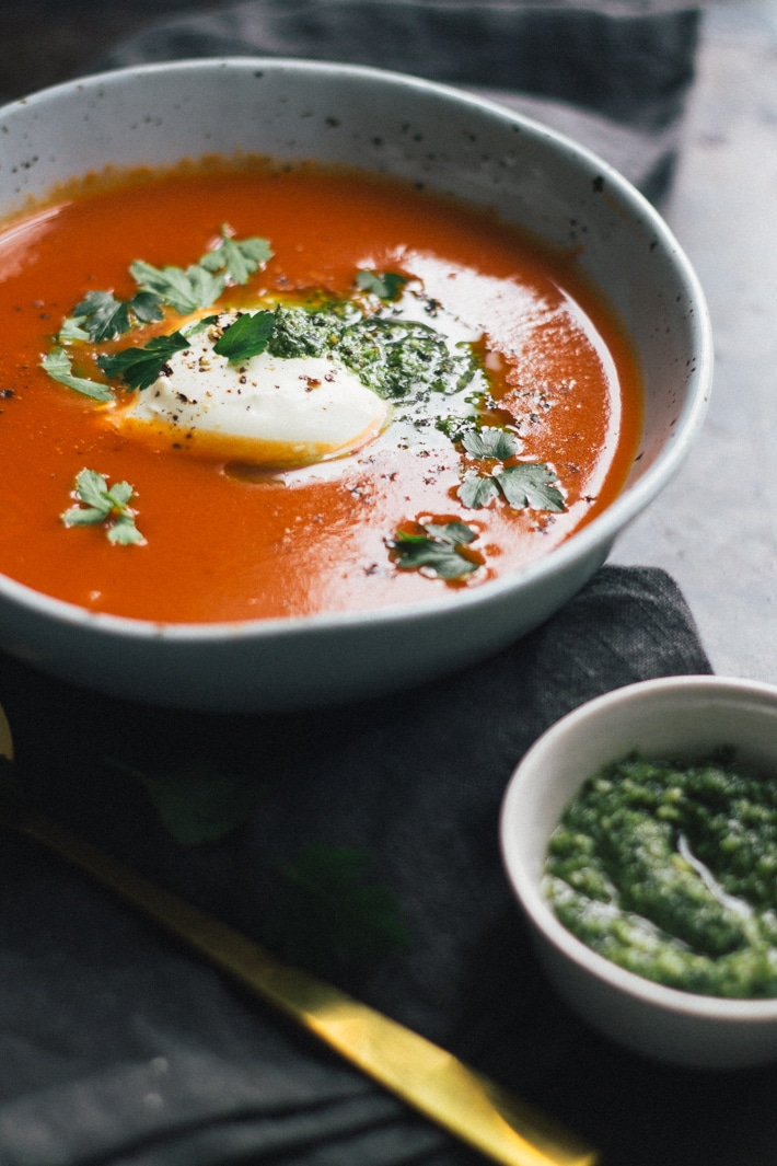 Easy Roasted Tomato and Garlic Soup