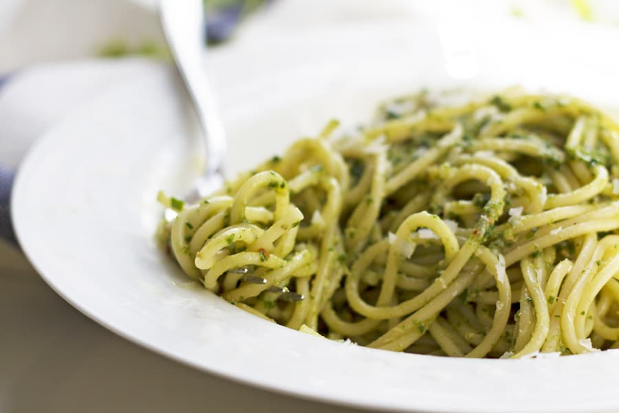 Spaghetti with Spicy Kale Pesto | mylittlelarder.com