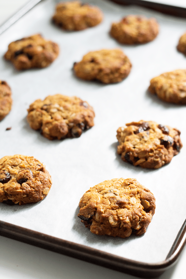 Cranberry and Almond ANZAC Biscuits | mylittlelarder.com